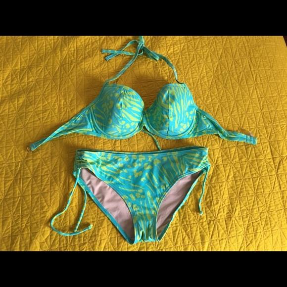 a994d09cef Victoria's Secret underwire bikini. 38D w/ bottoms.  M_5a47f9c53afbbda0b216b3f7